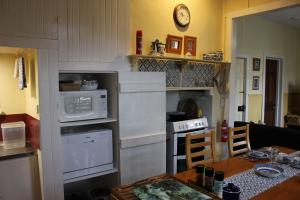 Drs Kitchen stove1.JPG