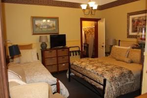 Drs 2nd Bedroom1.JPG